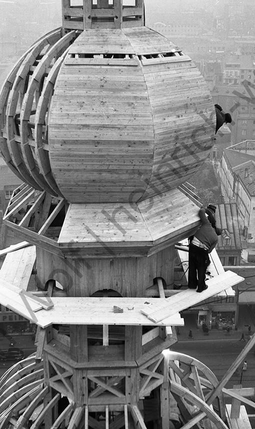 Liebfrauenkirche: Fast ist die erste Konstruktion fertig, Heinrich Wolf Fotograf Archiv Koblenz