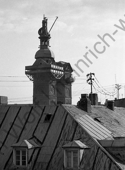 Ein noch unfertiger Turm mit Kran, Heinrich Wolf Fotograf Archiv Koblenz