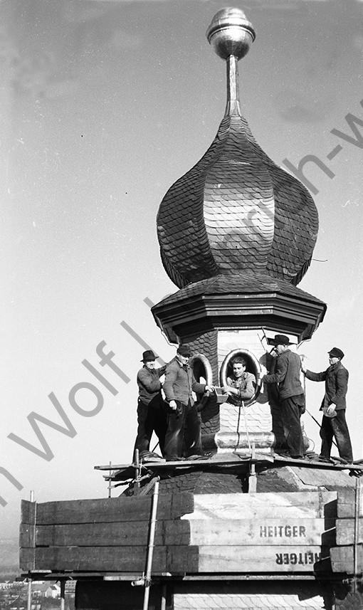 Liebfrauenkirche: Die Nägel werden verteilt, Heinrich Wolf Fotograf Archiv Koblenz