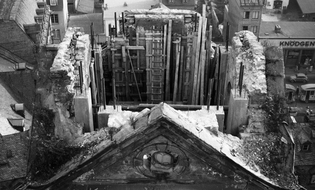 Liebfrauenkirche: Das erste Werkzeug ist oben, Heinrich Wolf Fotograf Archiv Koblenz