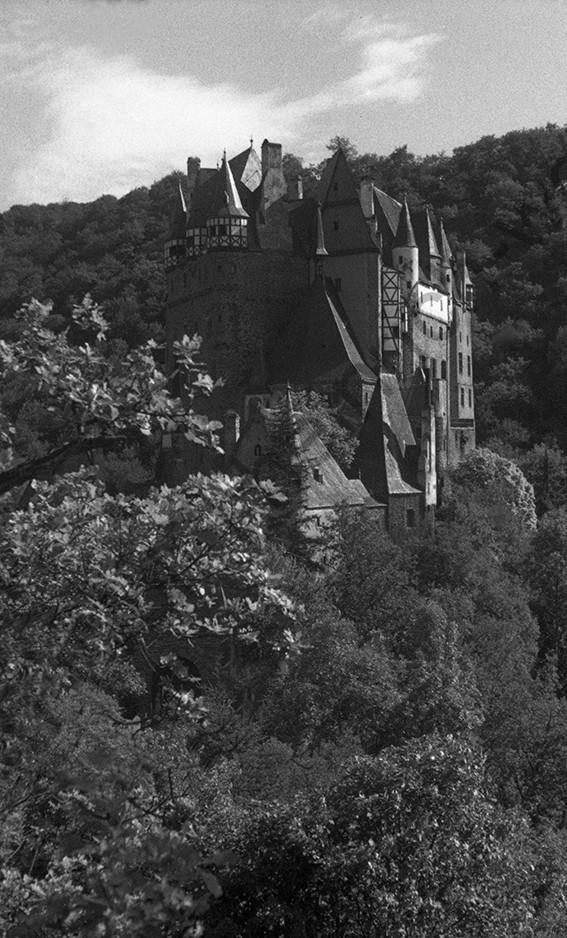 Burg Eltz, 1942, Heinrich Wolf Frühling an der Mosel